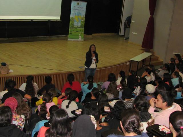 תלמידם משתתפים בהרצאה