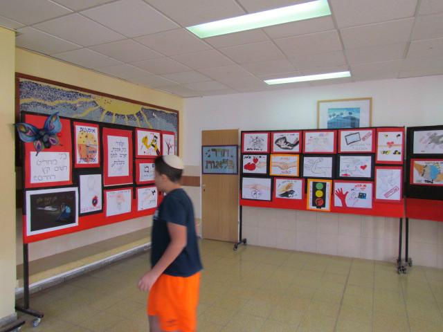 תוצרי אומנות בתערוכה