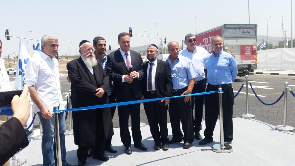 ראש העיר משה אבוטבול חונך יחד עם שר התחבורה את הכביש החדש